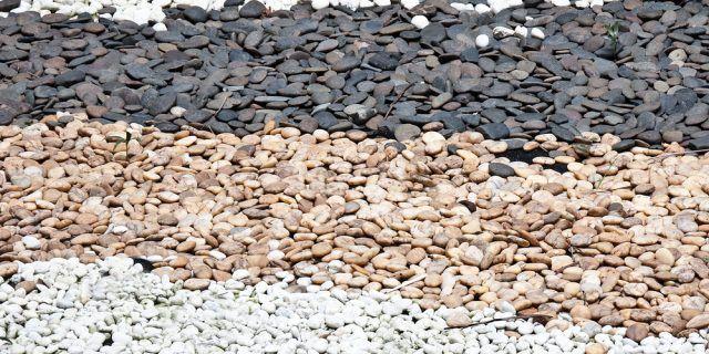 庭に敷く砂利の種類まとめ 価格相場と効果 敷き方や注意点は 庭