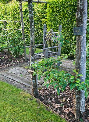 PRIEURE NOTRE-DAME D'ORSAN, FRANCE: WOODEN SEAT IN THE MAZE GARDEN