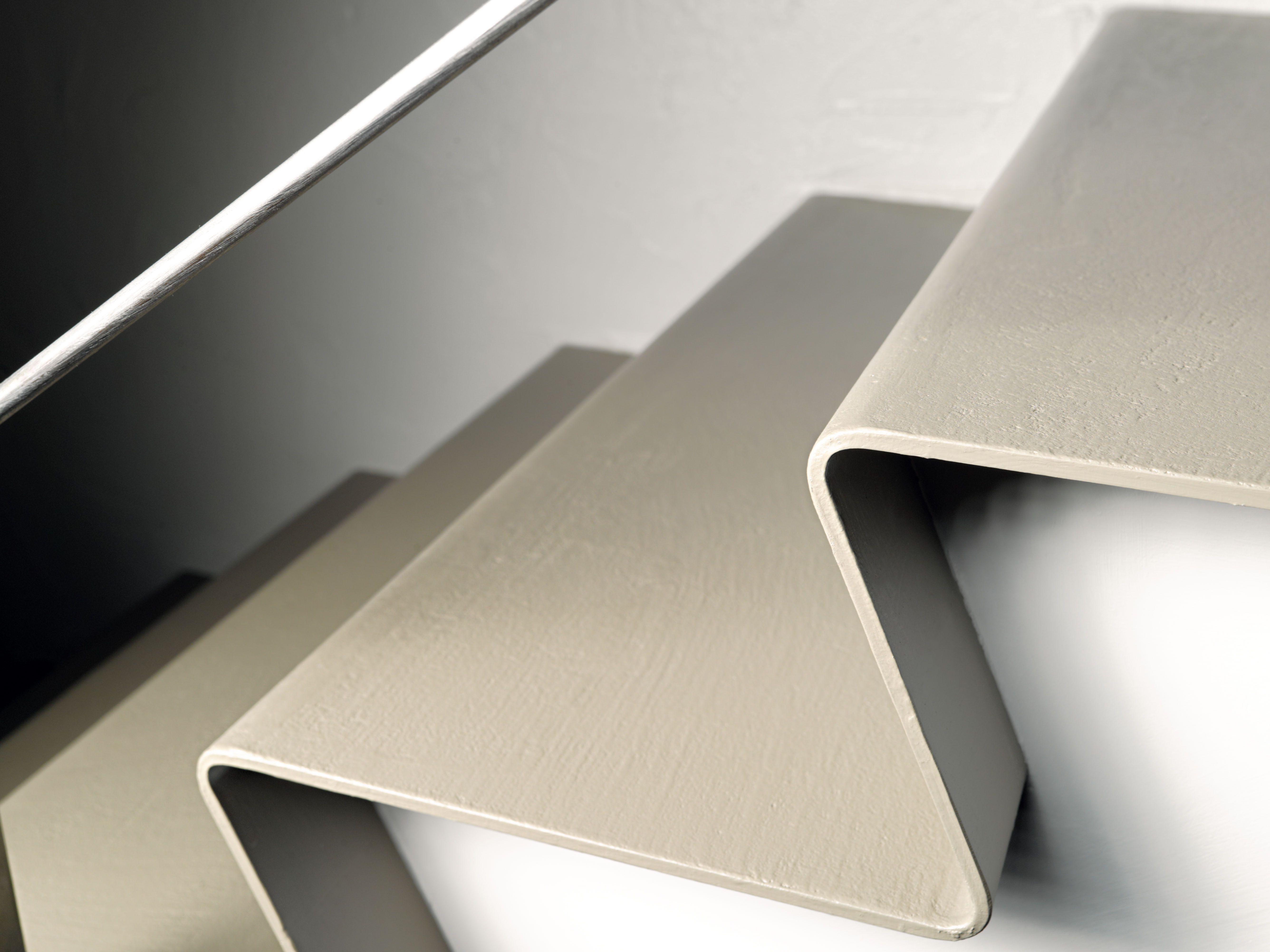 ECOMALTA su scala in metallo curvato