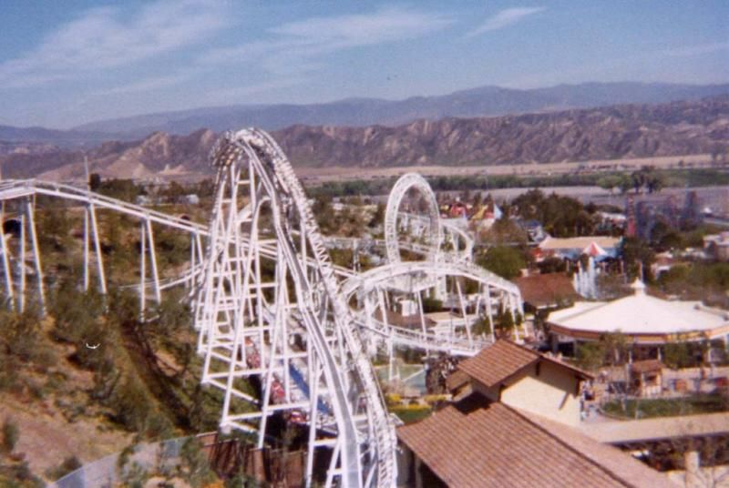 In 1976 Schwarzkopf And Intamin Opened The First 360 Degree Looping Coaster Of The Era The Great American Revolution At Six Flags Roller Coaster Theme Park