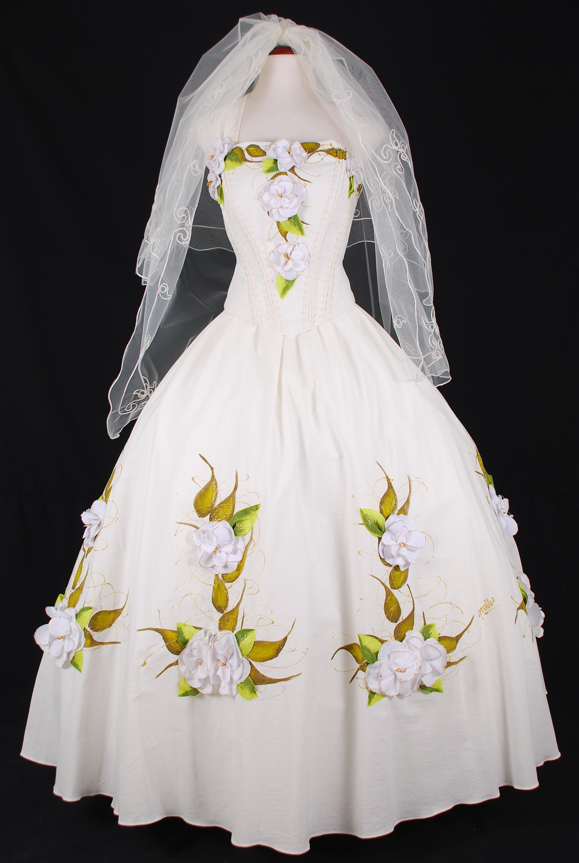 Mexican style wedding dress  This is the design style I want for my Mexican wedding dress