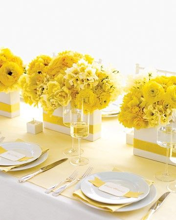 simple 2 toned table: white & yellow. Easy DIY centerpieces: white box + yellow ribbon + yellow flowers.