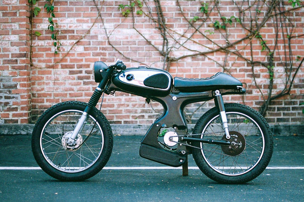 The 929 Moped That Won A Global Custom Build Off In 2020 Moped Honda S90 Electric Moped