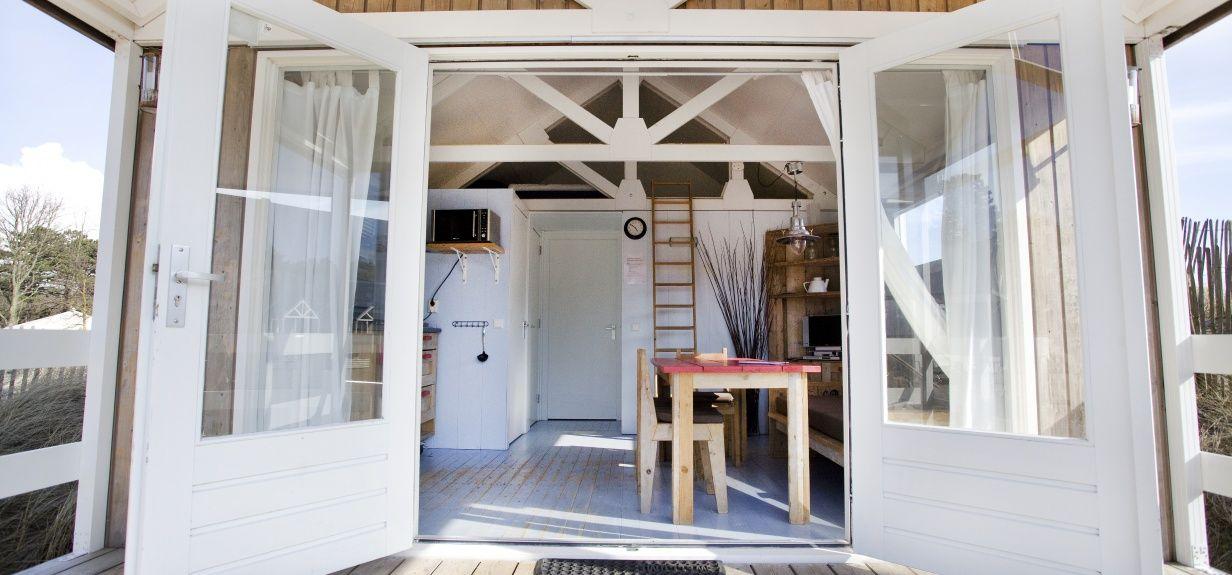 Strandhuisje met douche en toilet - Campingbakkum.nl