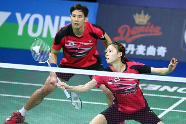 Ko Sung Hyun Kim Ha Na Compete In The Mixed Doubles Final Bwf Badmintonmixdoubles Badminton Badmintonfan Badminton Match Badminton Hyun Kim