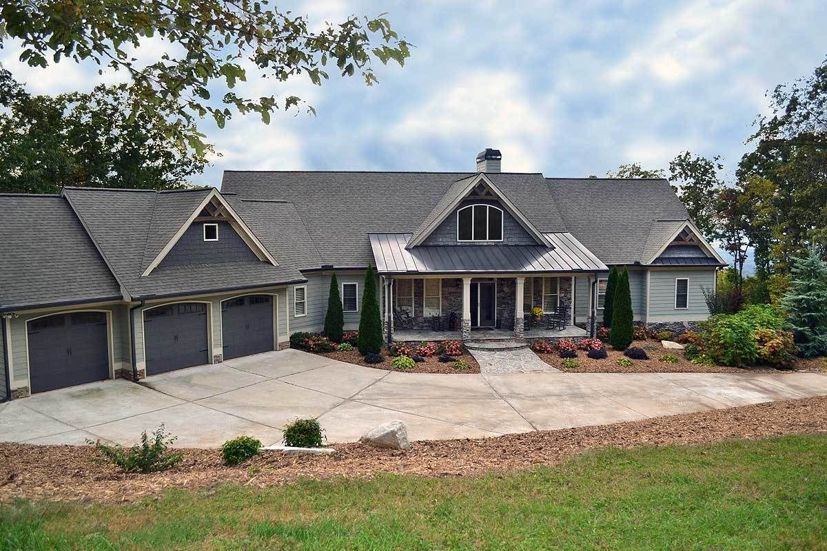 Plan 29876rl Mountain Ranch With Walkout Basement Ranch Style House Plans Craftsman House Plans Basement House Plans