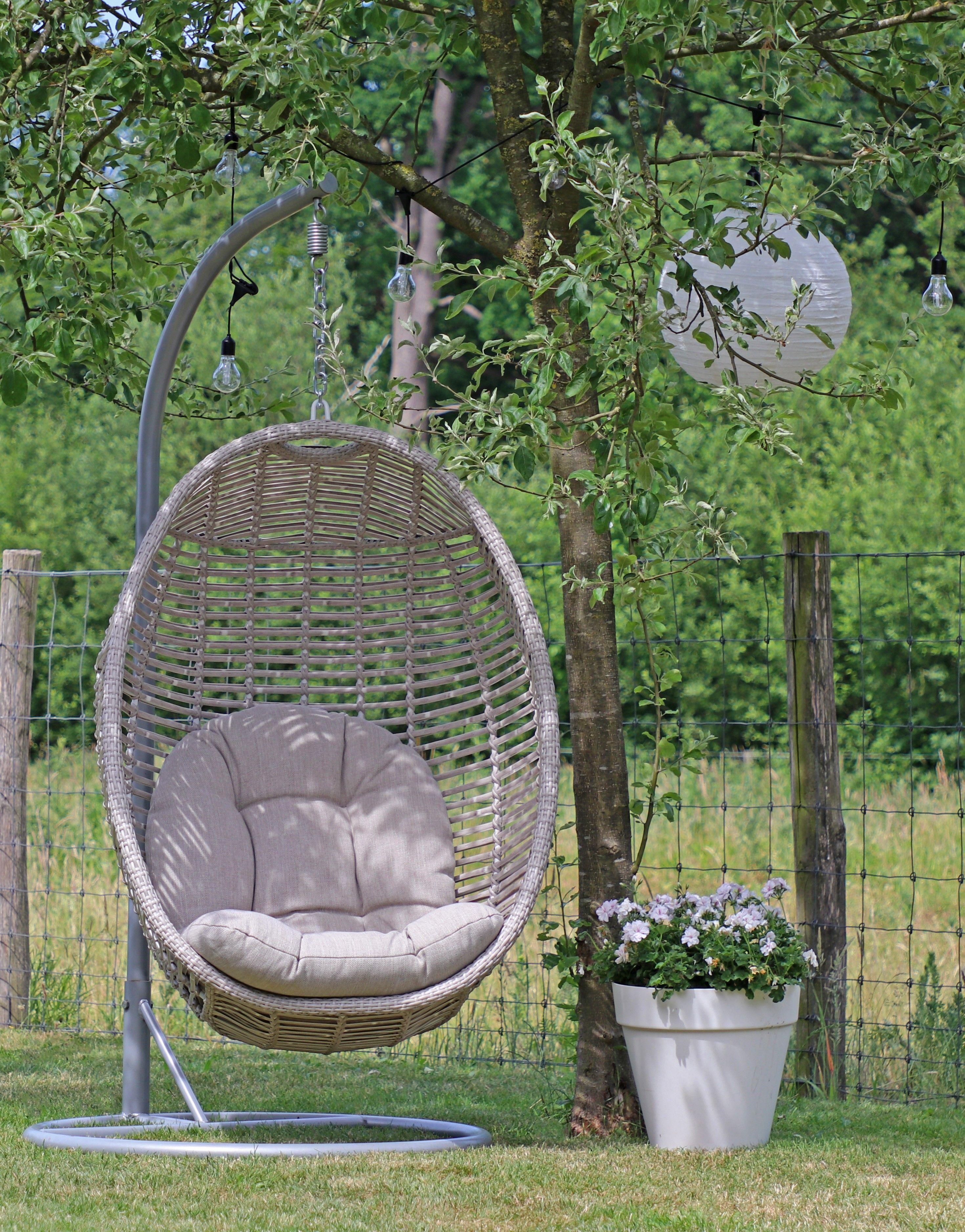 Hang Stoel Tuin.Leuke Hangstoel In De Tuin Deze Licht Grijze Hangstoel Is Ideaal