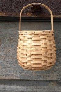 Panier de cueillette en bois tressé. Vintage basket. http://quichelorrainevintage.com/objets-choisis/panier-recolte-cueillette-deco-vintage