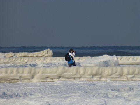 Auf dem Eis Fotograf am Strand von Ückeritz. Strand, Usedom