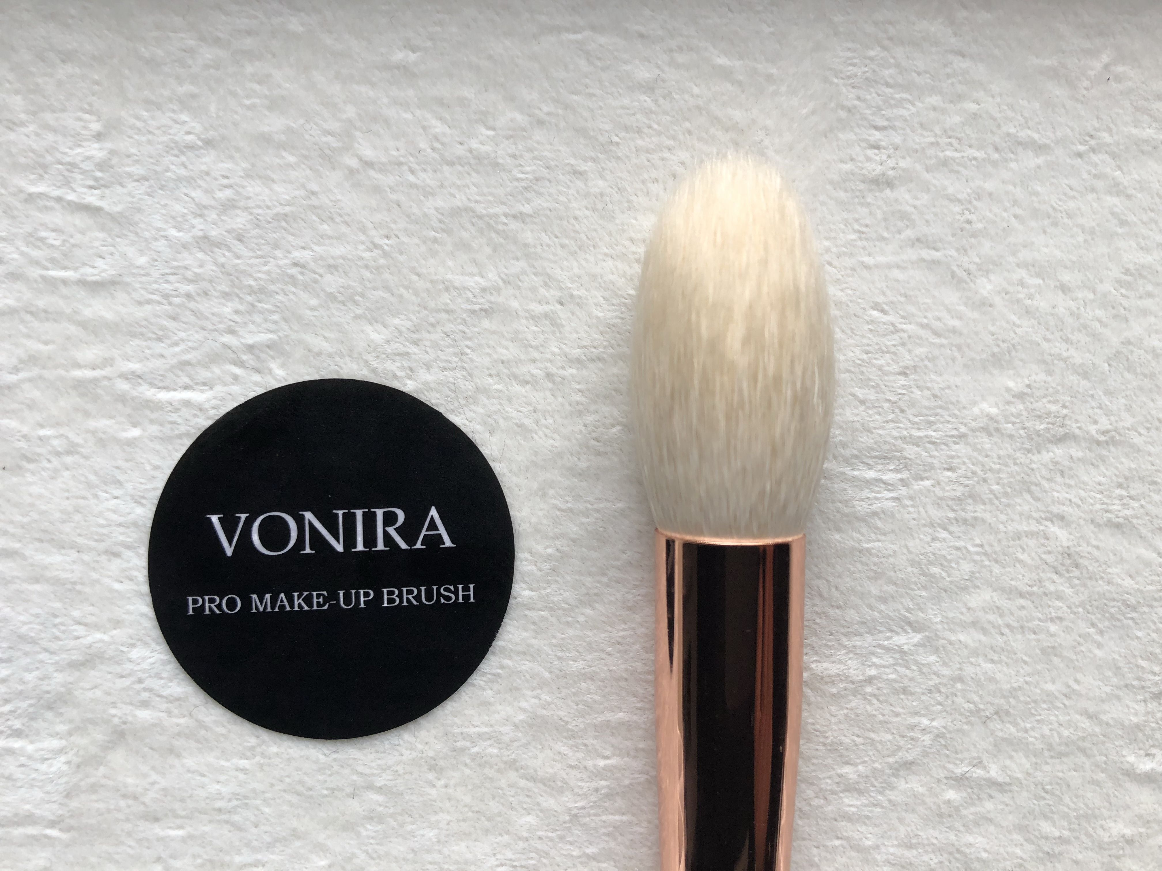 Large pencil powder brush head with white goat hair.