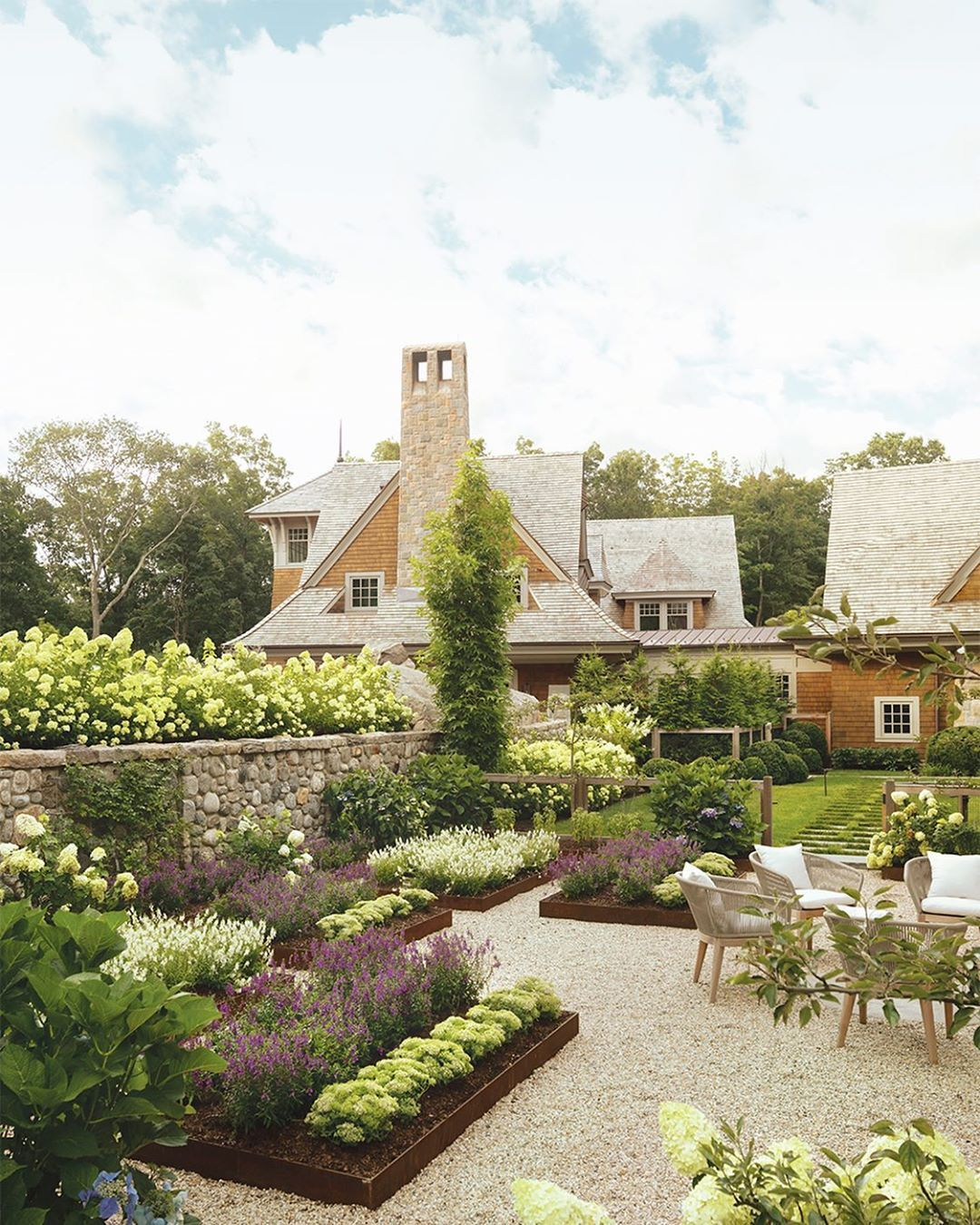 424 Likes 8 Comments New England Home Magazine Nehomemagazine On Instagram A Dreamy Landscape Desi In 2020 New England Homes Landscape Design Dreamy Landscapes