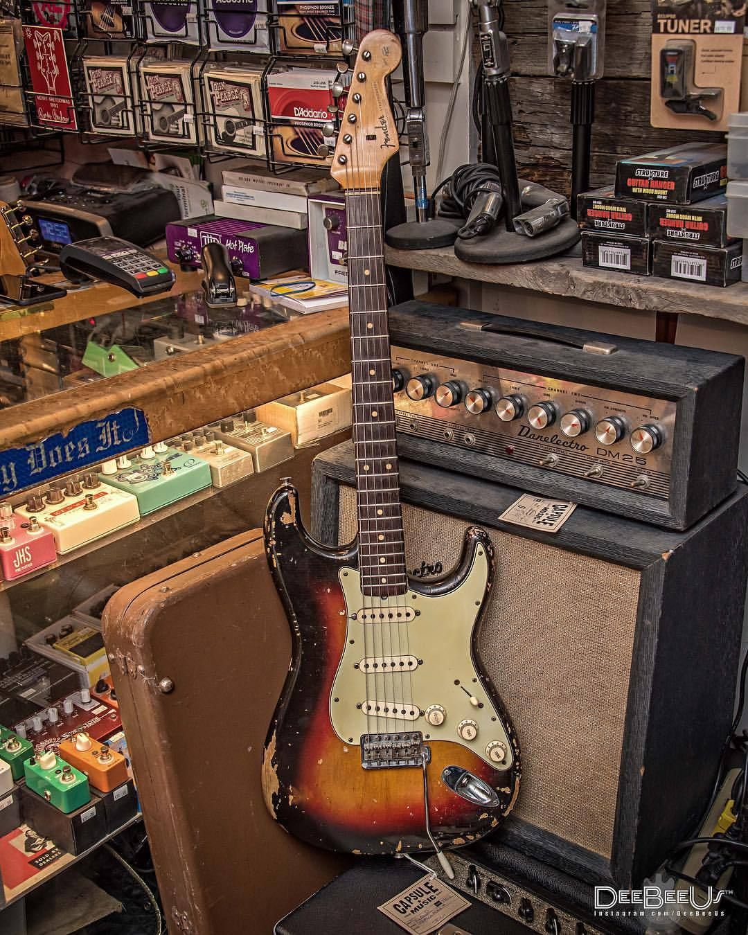 1962 Fender Stratocaster Spotted Today At Capsulemusic Toronto Nice And Light Weight Just Th Vintage Electric Guitars Fender Stratocaster Electric Guitar