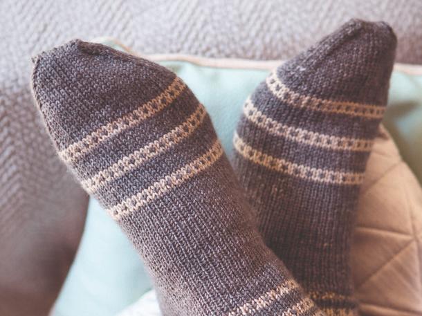 Photo of Magdalena Neuner: So strickt ihr kuschelige Socken mit Punkten und Karos | Wunderweib