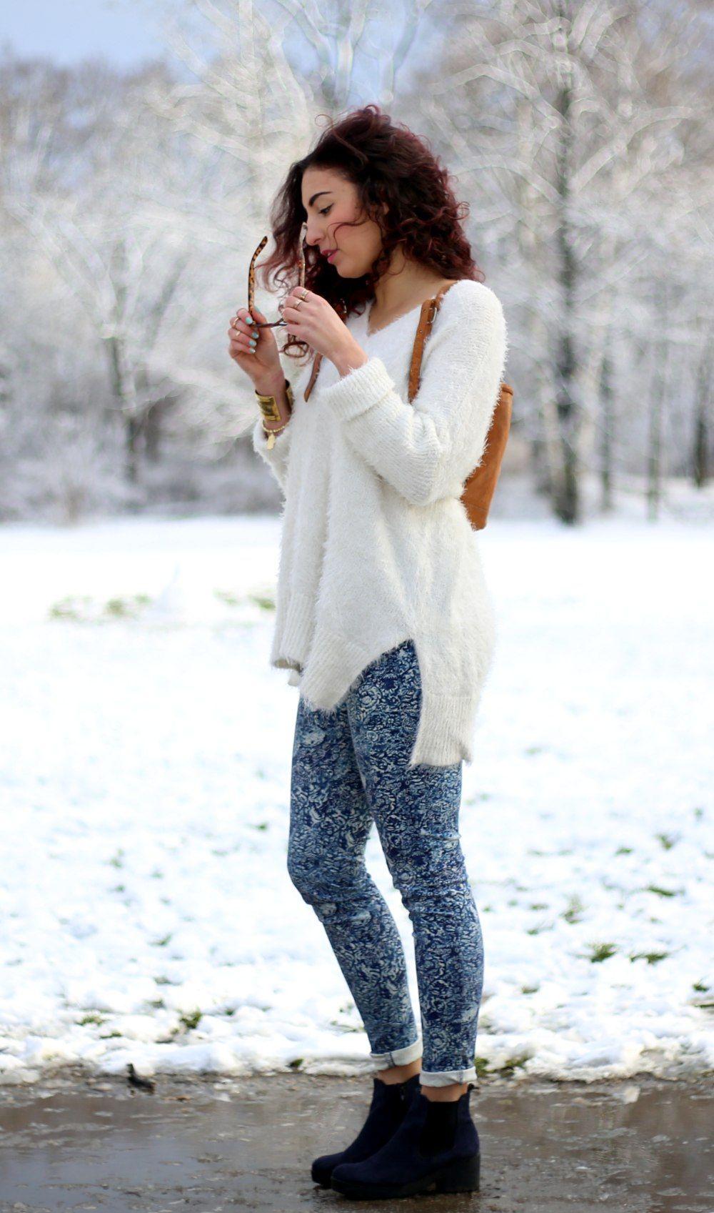 Paisley Jeans Outfit // For more inspiration visit samieze.com fashion blog