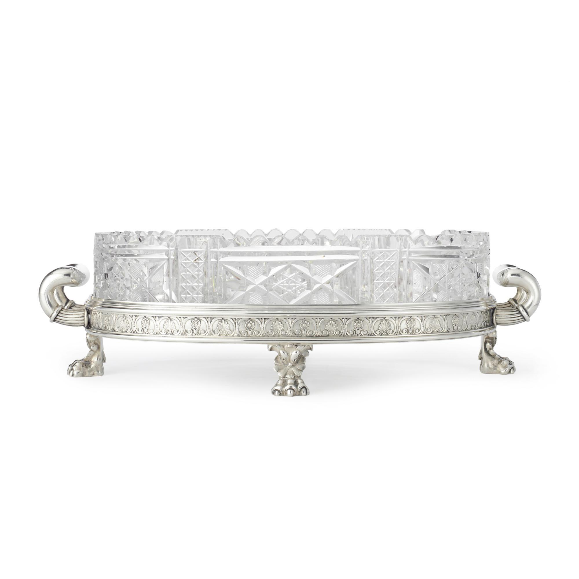 una plata Fabergé y la pieza central de cristal cortado, Moscú ...