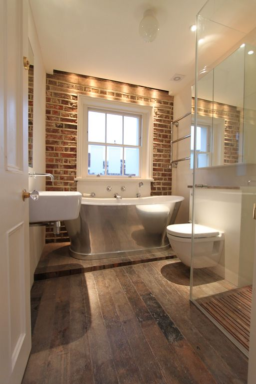 Charmant An Exposed Brick Wall, A Metal Bathtub And Vintage Wood Effect Floor Tiles  Are What Make This Small Bathroom Design So Special.