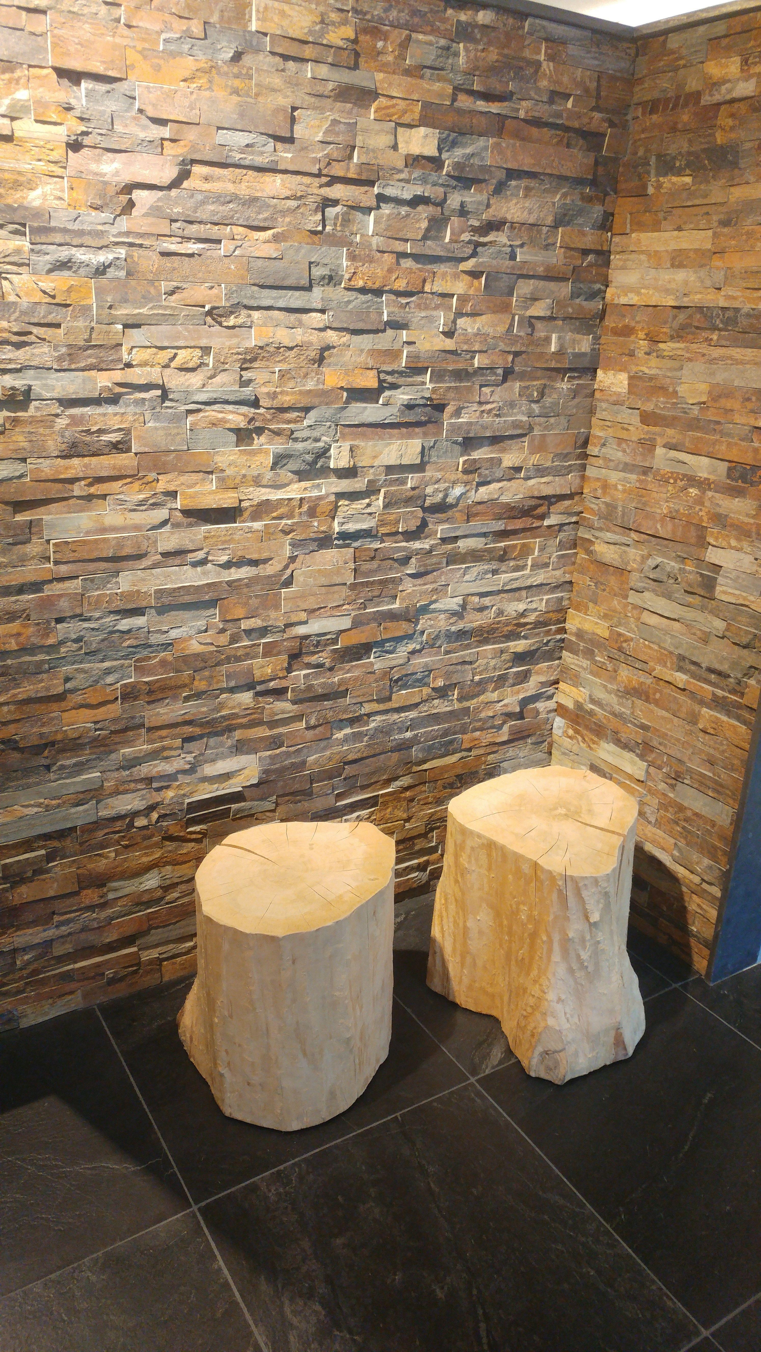 Mooie natuurstenen strips leuk voor op een wand achterwand wc tegels wandtegels - Wandbekleding voor wc ...