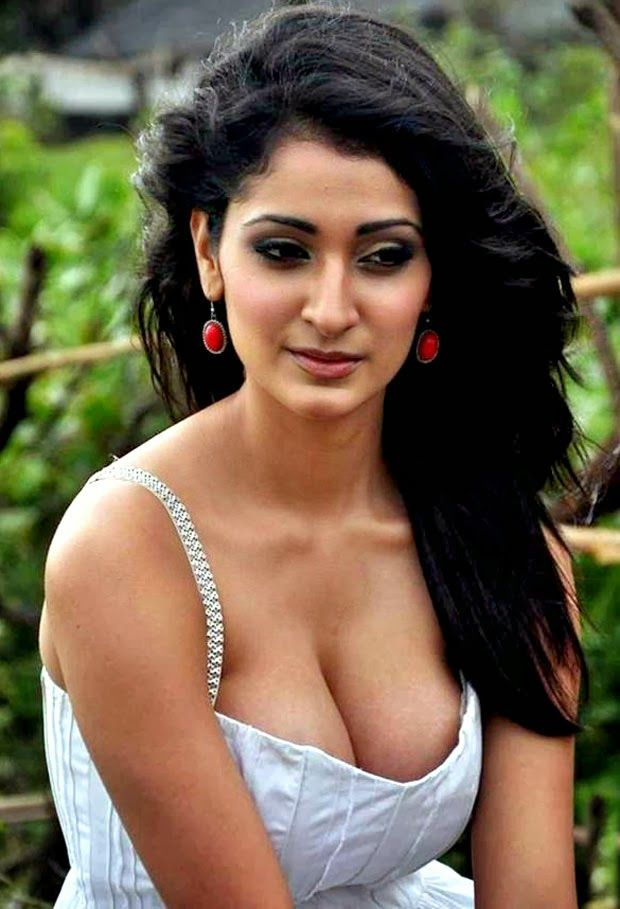 indian cleavage boobs Hot