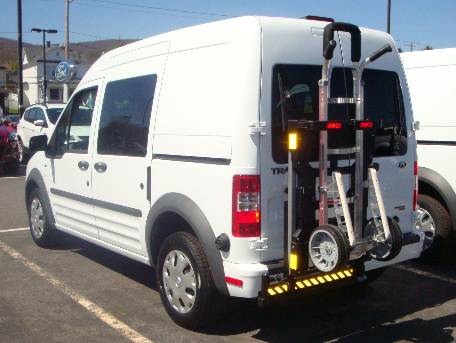 Ford Transit Hts 20sft Is Ideal For Medical Supply Companies Office And Parcel