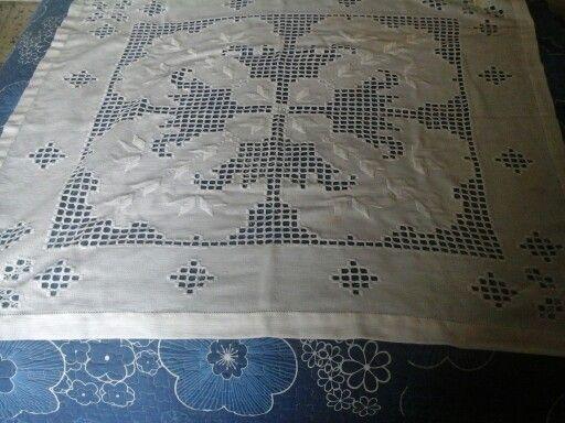 Carpeta bordada en punto hardenger