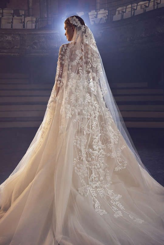 Runway / Elie Saab / New York / Herbst 2018 Bridal / Kollektionen / Fashion Shows / Vogue