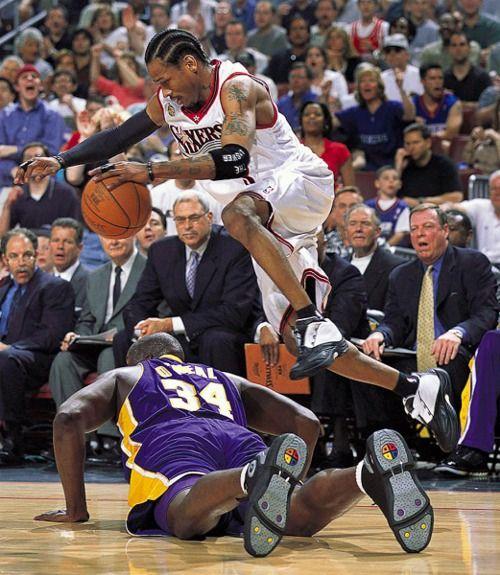 939ced37378 Allen Iverson over Shaquille O'Neal, NBA finals 2001   Ballin ...