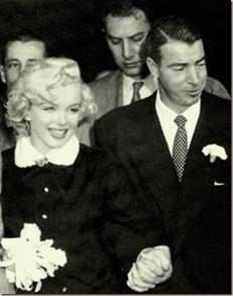 Marilyn Monroe Joe Dimaggio Wedding Dress Were Marred At San Francisco City Hall On