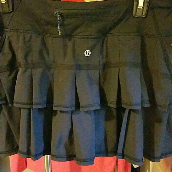 Lululemon pacesetter skirt  sz 6 euc Black pacesetter skirt,  euc lululemon athletica Skirts