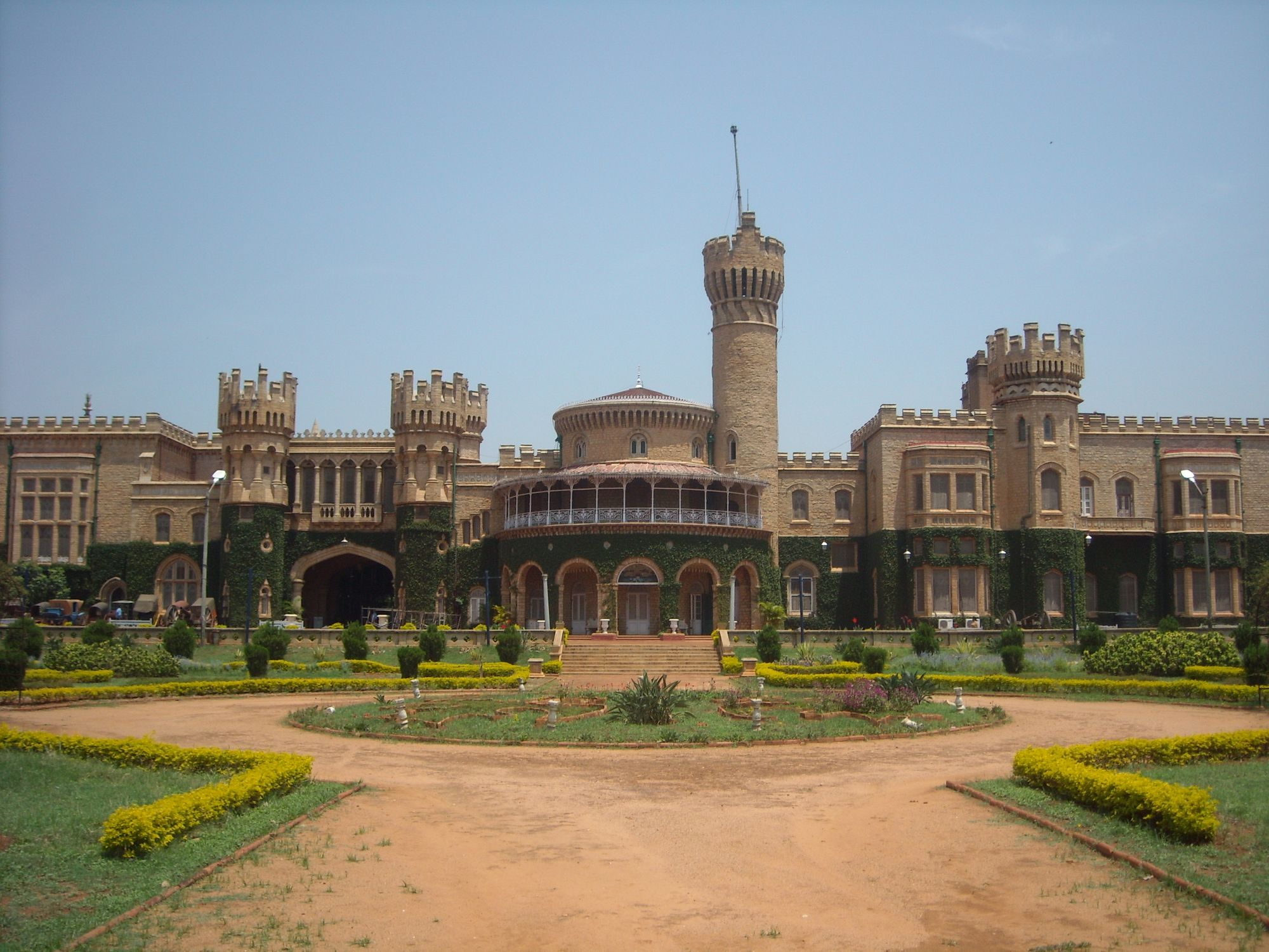 10 Most Beautiful Historical Places In Bangalore, India - Updated 2020 |  Cool places to visit, Switzerland places to visit, Places to visit