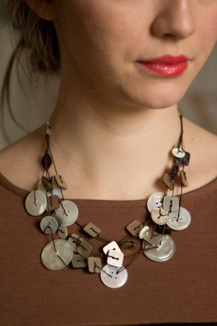 stili diversi design popolare miglior prezzo Buttons! Love. #diy #crafts | Button Necklace | Collana con ...