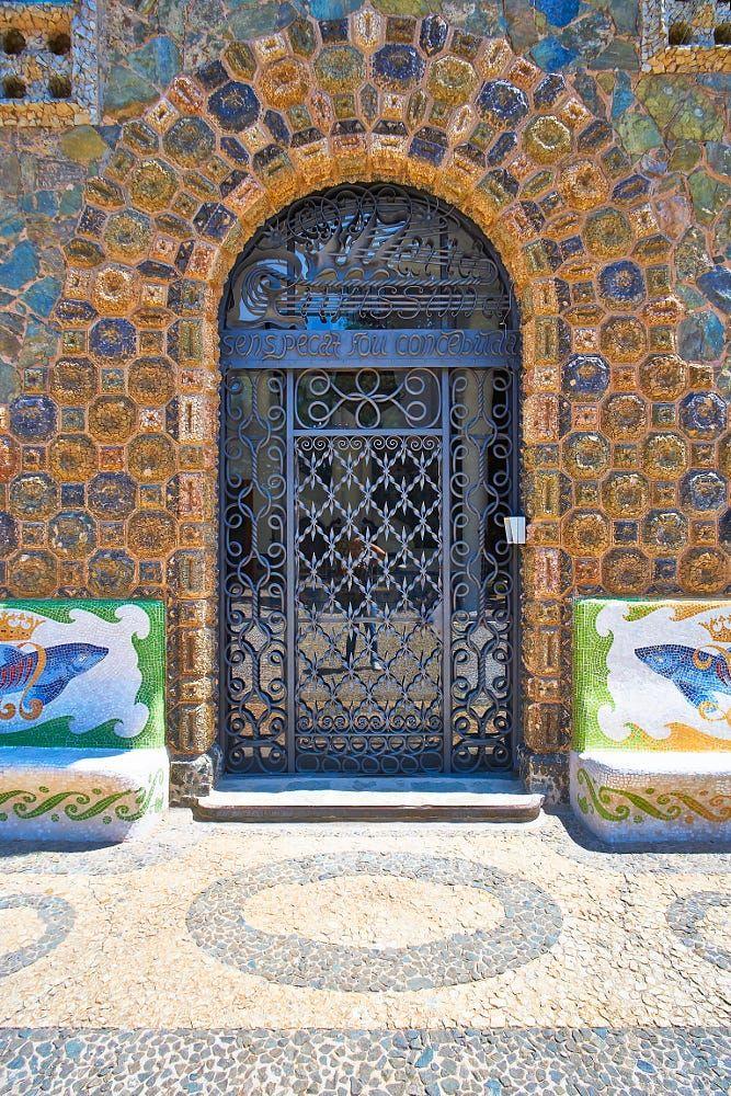 Casa Figueras - Entrance by Yaroslav Romanenko on 500px