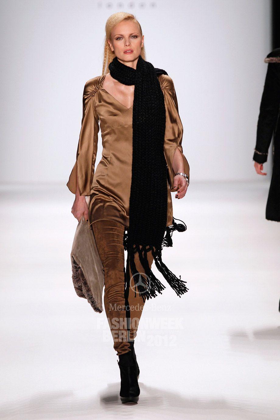 http://www.fashionweek-berlin.mercedes-benz.de/lookbooks-gallery/photo/6736581861/anja-gockel-aw-2012-anja-gockel-mercedes-benz-fashion-week-berlin-autumnwinter-2012039.html