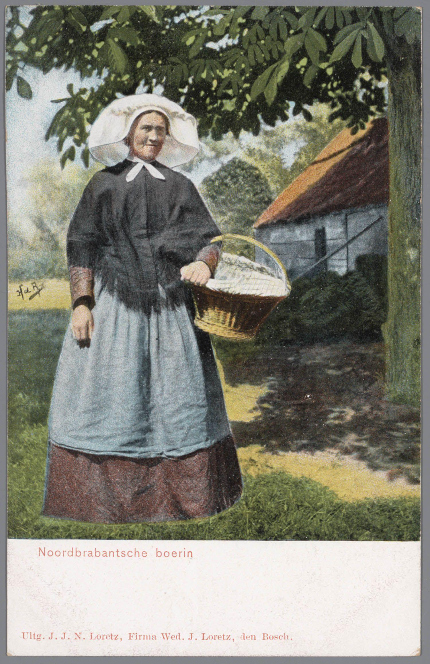 Vrouw in Noord-Brabantse streekdracht. Over de ondermuts draagt de vrouw een witte muts met daarover een 'poffer' (met linten en kunstbloemen versierde losse strook). Aan haar linkerarm draagt ze een hengselmand. na 1905 #NoordBrabant #Kempen