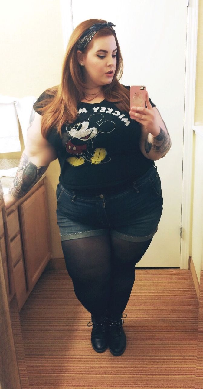Thick Thighs Selfie