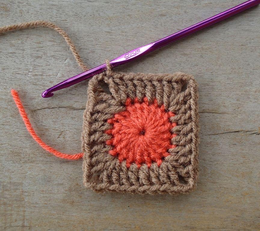 Dotty Solid Granny Squares Pattern | Knit/crochet | Pinterest ...