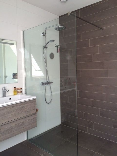 badkamer tegels mosa beige en brown tegelstroken 15x60 cm en, Badkamer