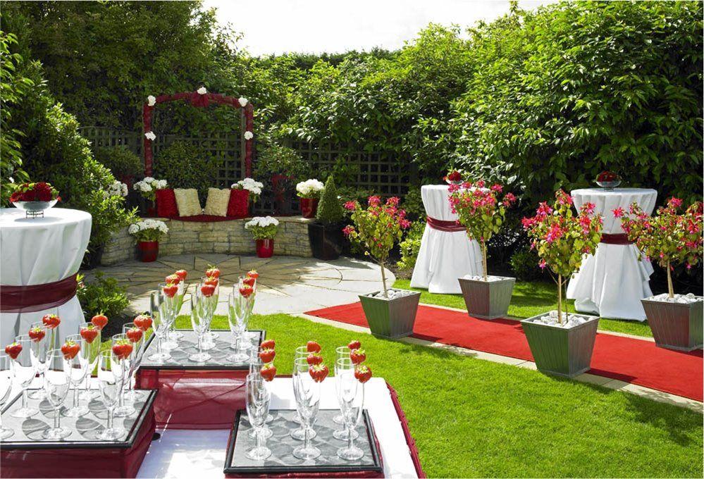 Outdoor wedding in our Edinburgh Marriott Chats Garden ...