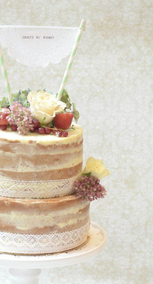 Versier je naked wedding cake met fruit en eetbare bloemen #bruidstaart #zonder #jasje #bruiloft #trouwen #inspiratie #naked #wedding #cake #pie Hot: de naked wedding cake   ThePerfectWedding.nl   Fotocredit: Baked by Isabelle