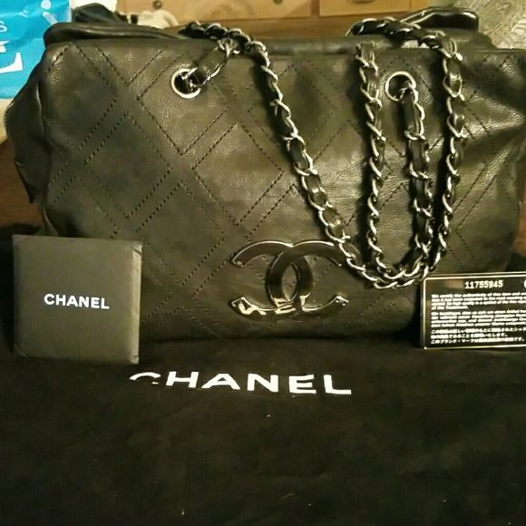 Authentic Chanel Handbag Gently Used Bag Very Roomy Bags Satchels