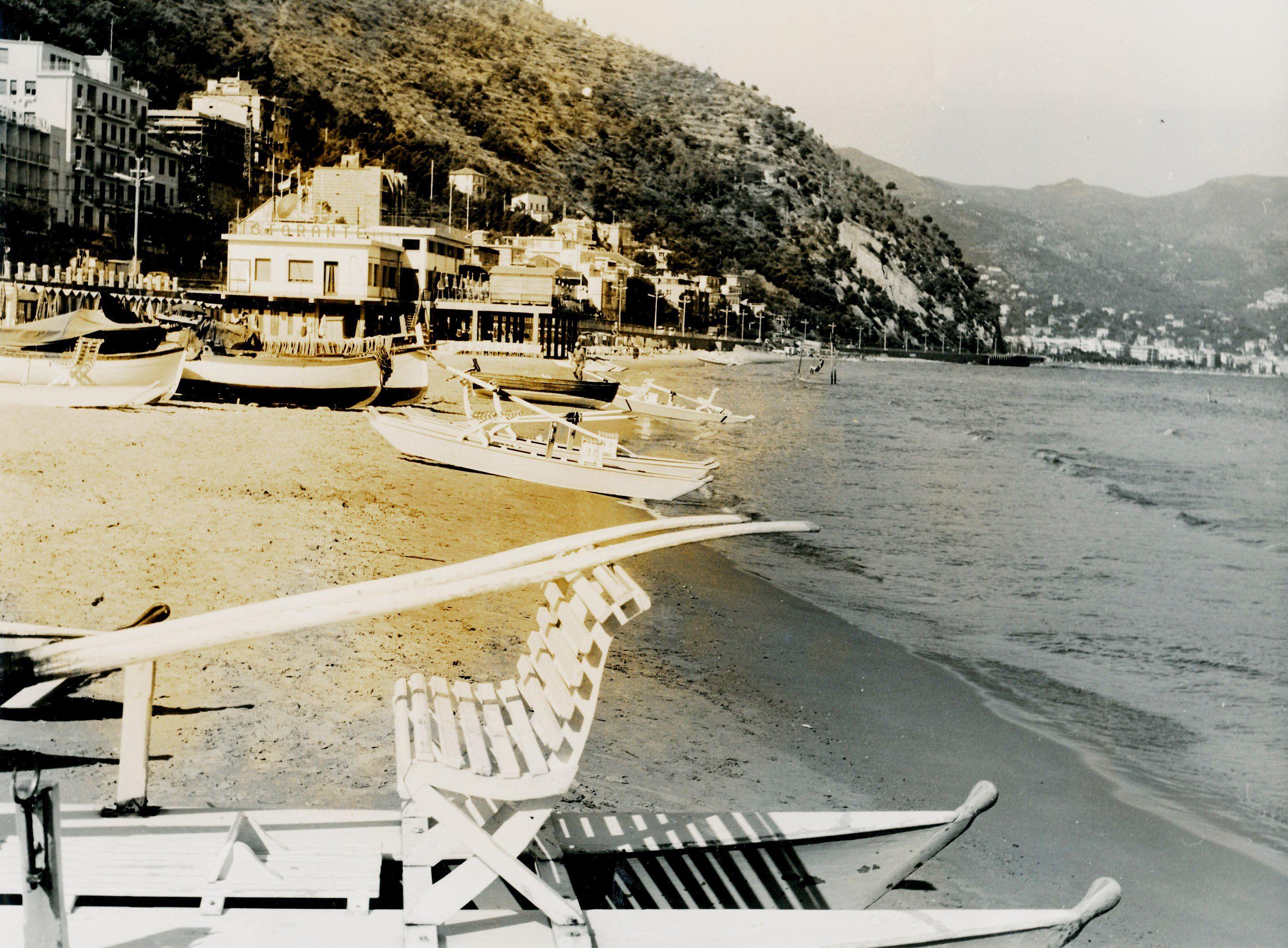 La spiaggia di levante a Laigueglia. (Photo: 1960 ...