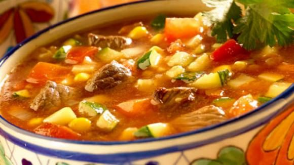 Are you cold and need warm up the afternoon? checkout #lacocinadeyolo Delicioso caldo de res. http://www.aztecaamerica.com/notas/cocina/157905/sopa-de-verduras-con-carne-y-chile-ancho