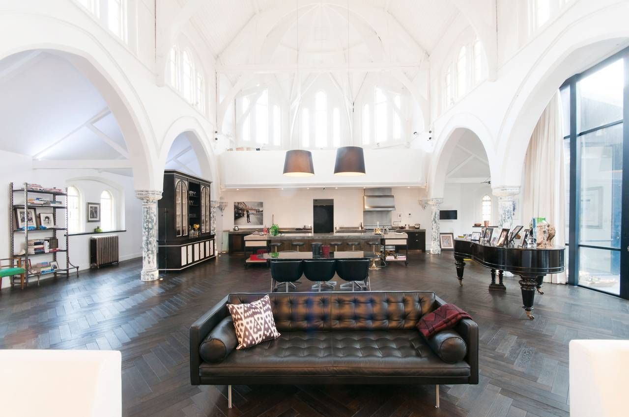 A victorian style church in london was converted by gianna camilotti interiors into a modern home while keeping its historic charm th home ♥ aframe