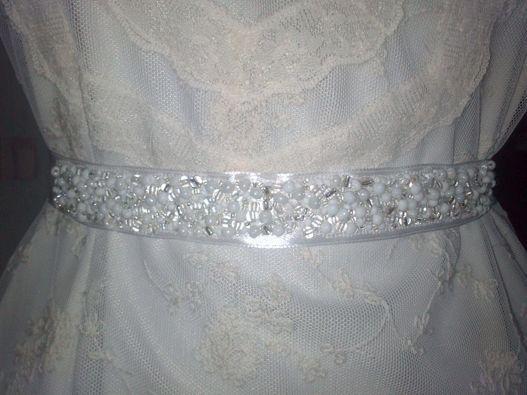 2d87d6d8cd Ezüst-fehér gyöngyös menyasszonyi öv, Esküvő, Ruha, divat, cipő, Esküvői