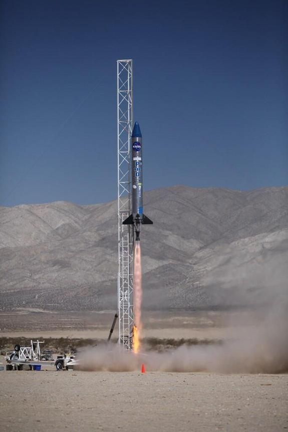 Tiny Satellites Soar (and Crash) in Desert Launch Test | Stars and