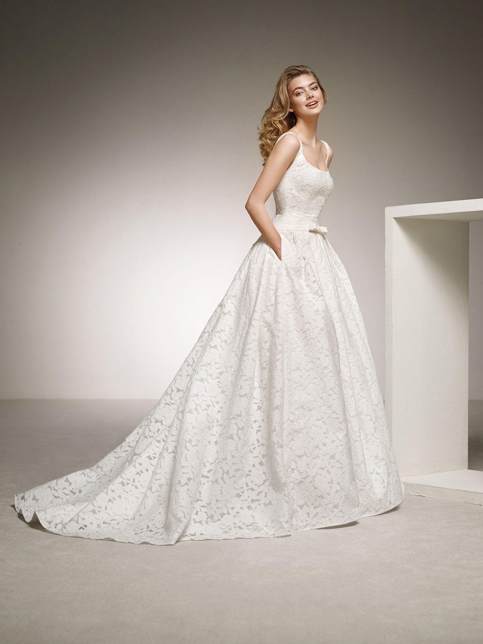 Marvellous wedding dress with ballgown skirt. DEESA   Pronovias 2018 ...