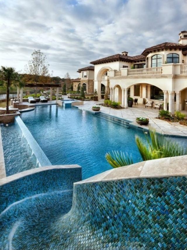 Überlauf-Pool mit Wasserrutsche-exotik pur im hinterhof | Pool ...