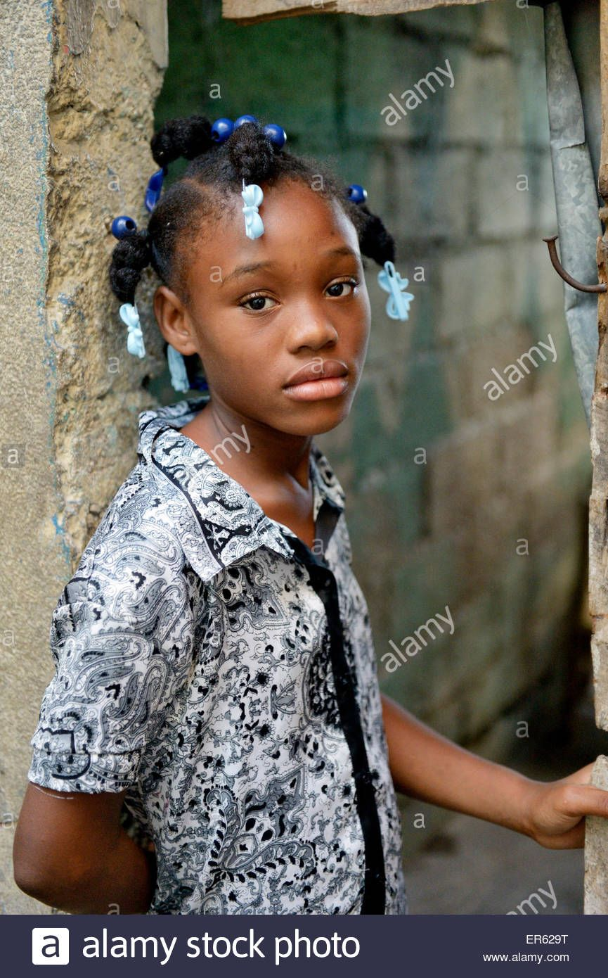 Download this stock image: Girl, 11 years, portrait, Port