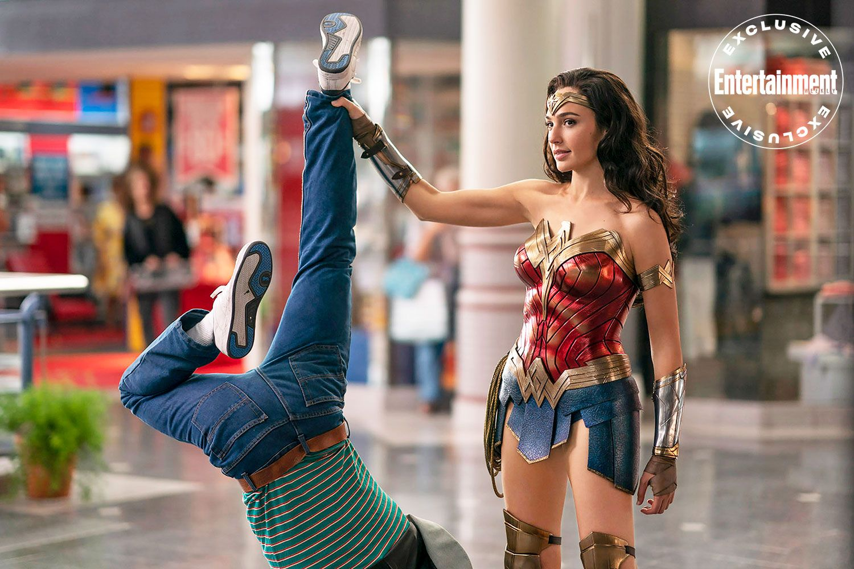 See Gal Gadot And Chris Pine In Exclusive Wonder Woman 1984 Photos Wonder Woman Pictures Gal Gadot Wonder Woman Wonder Woman