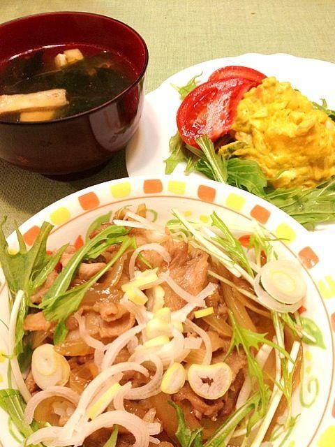 今日は忙しかったので丼物です。 - 5件のもぐもぐ - 豚丼、かぼちゃサラダ、味噌汁 by yukkirin