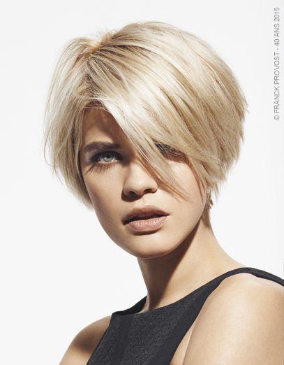 Christina Blonde Mysterieuse Cheveux Courts Coiffure Carre Plongeant Carre Court Blond
